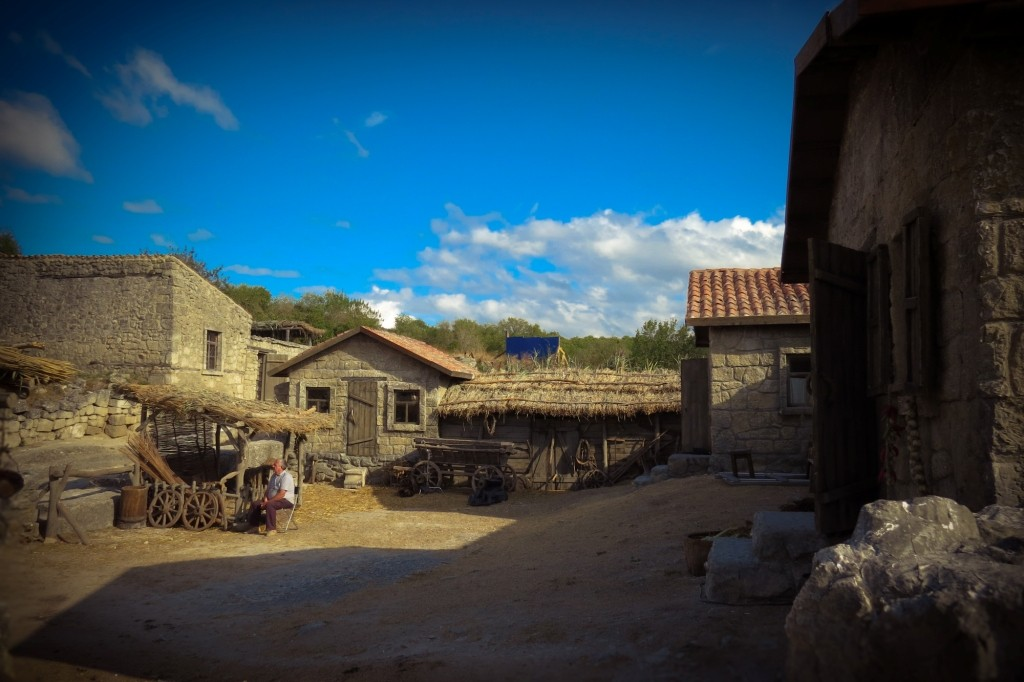 Чуфут-Кале, пещерный город, Бахчисарай, Крым, декорации, вурдалаки