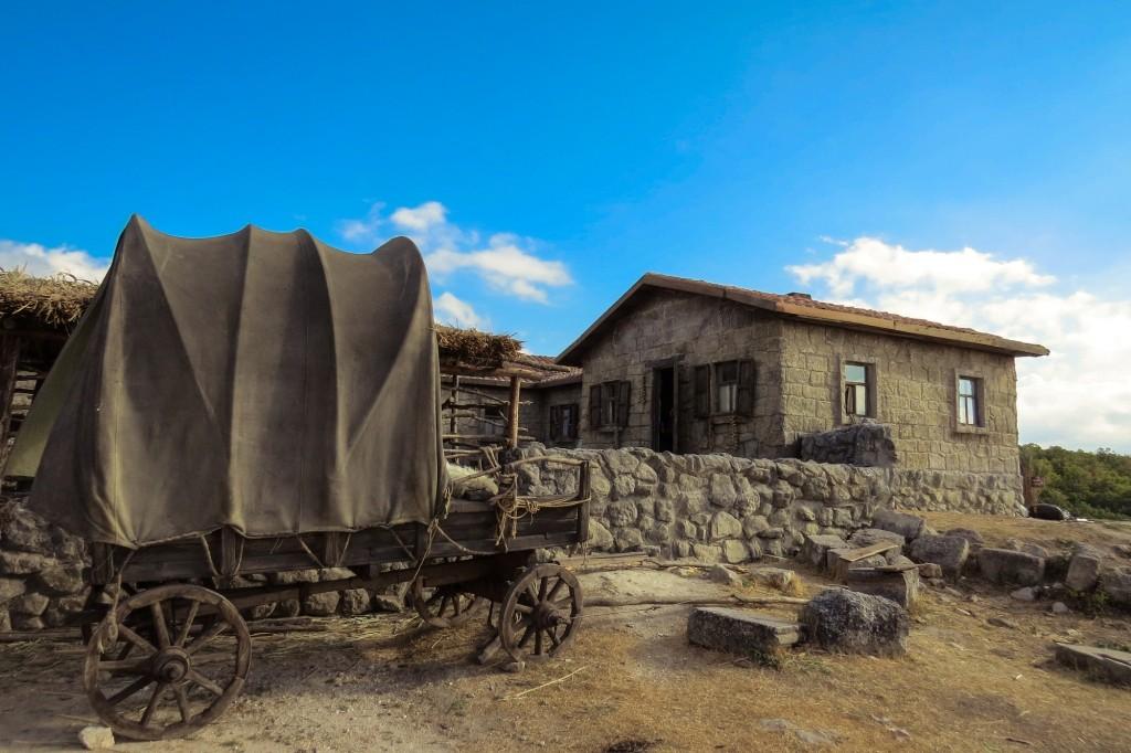Чуфут-Кале, пещерный город, Бахчисарай, Крым, вурдалаки, декорации