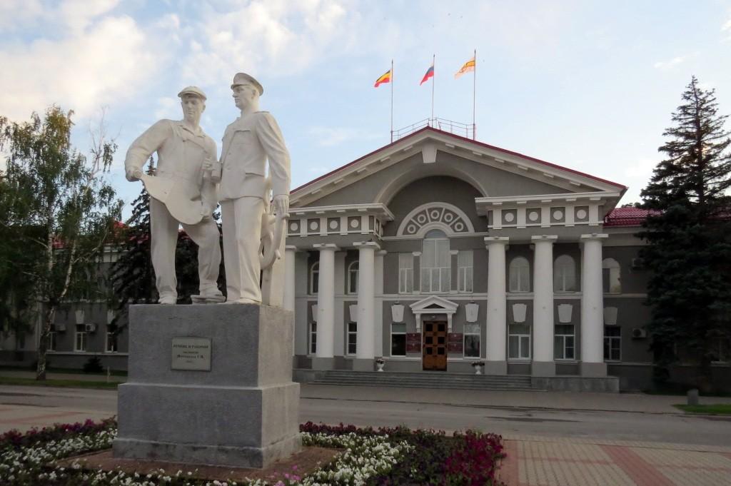 Волгодонск, достопримечательности, старый город, администрация, речник и рабочий