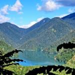 Путешествие на озеро Рица, дачу Сталина и Молочный водопад