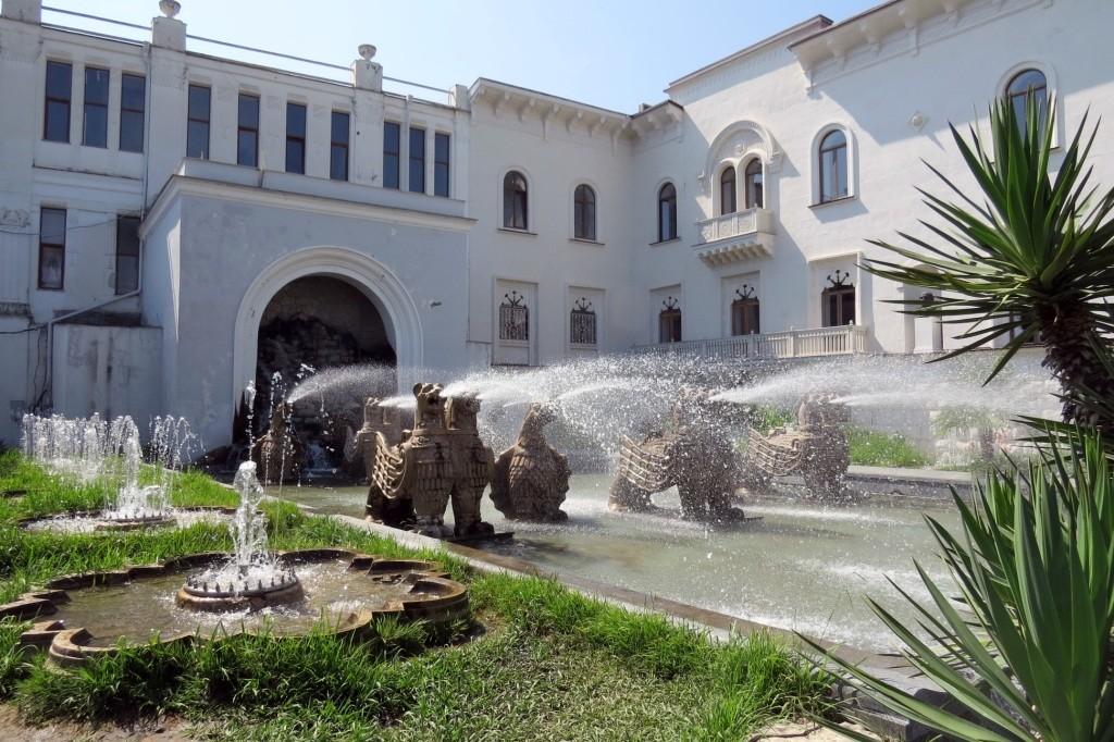 театр, Сухум, Абхазия, отдых в Абхазии, столица Абхазии, достопримечательности Абхазии, достопримечательности